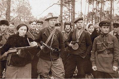 Группа белорусских партизан-комсомольцев